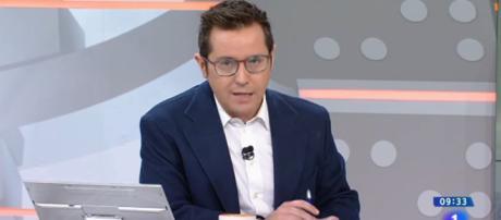 Sergio Martín presentando 'Los Desayunos'