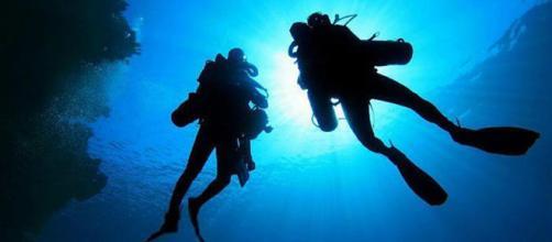Un'immersione nei magnifici fondali sardi di Pula si sarebbere tramutata in un episodio di abusi sessuali di un istruttiore sub verso una 14enne.