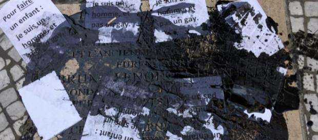 La plaque commémorative en hommage à Bruno Lenoir et Jean Diot a été vandalisée.