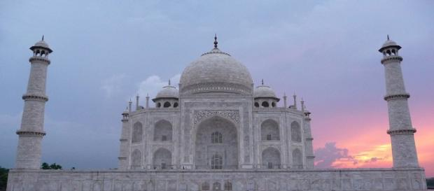 Caption: The iconic Taj Mahal faces the threat of demolition if it is not restored. [Image Source: naviti - Pixabay]