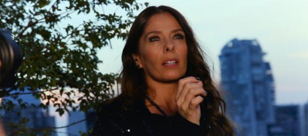 Na novela O Tempo Não Para, Adriane Galisteu interpreta Zelda