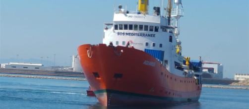 El Aquarius solicita un puerto para desembarcar a 141 migrantes