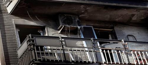 Hombre se prende fuego e incendia el edificio donde vivía