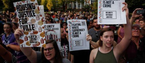 Más de 600 personas protestan en EEUU contra el supremacismo blanco