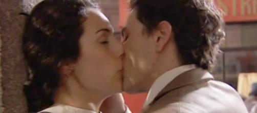 Una Vita: il primo bacio di Lolita e Antonito