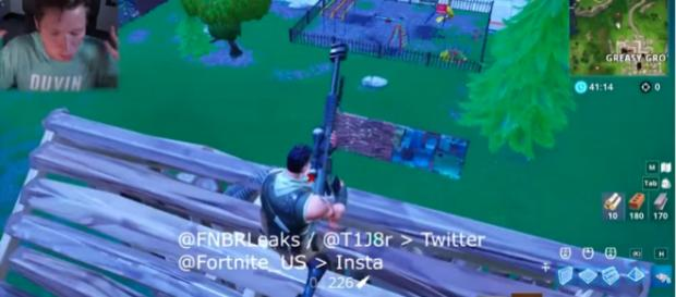 It will definitely suck if you'll be on the receiving end of this weapon in 'Fortnite' BR. [Image source: TmarTn2/YouTube]