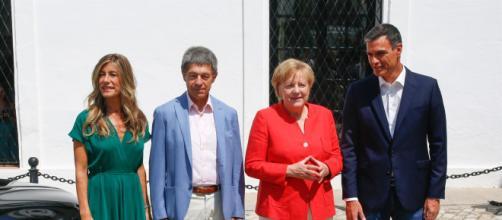 Pedro Sánchez da la bienvenida a Angela Merkel