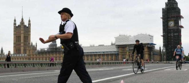 Londres : Une voiture fonce sur le Parlement, plusieurs blessés