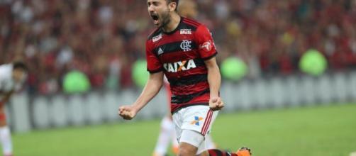 Everton Ribeiro marcou o único gol da partida