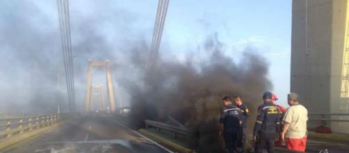 Explosión en el Puente Sobre El Lago De Maracaibo
