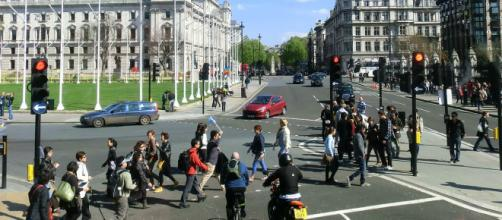 Scene of Parliament Square London. [Image courtesy – Lobster1, Wikimedia Commons]