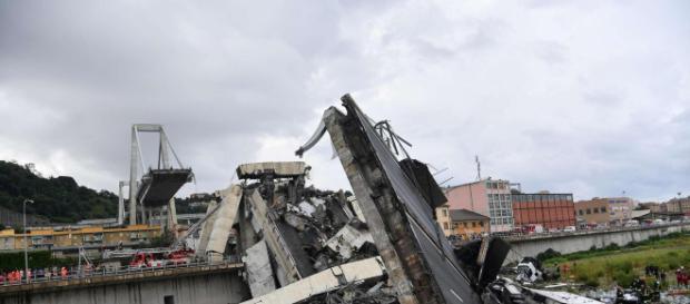 """Genova, salgono a 39 le vittime in seguito al crollo del viadotto """"Morandi"""""""