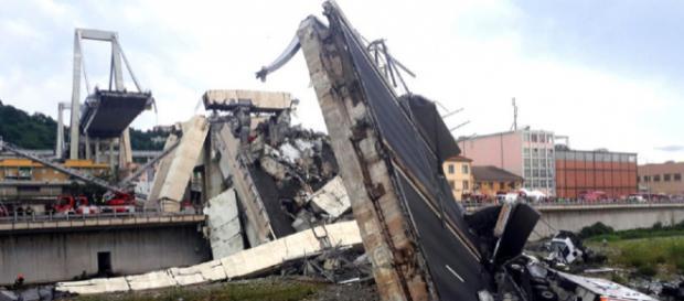 Ponte Morandi dopo il crollo avvenuto nelle scorse ore