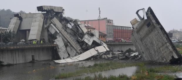 Reportan hasta 39 muertos en Italia por colapso de puente