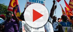 Inmigrantes africanos en Italia protestando por el asesinato de Soumailia Sacko, que luchaba contra la explotación de todos ellos