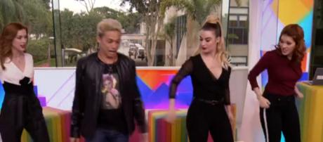 No Vídeo Show, as apresentadoras receberam Silvero Pereira.
