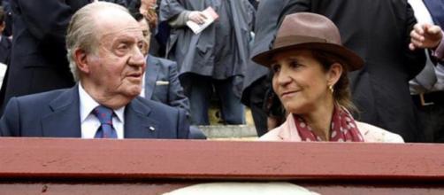 Juan Carlos I y la infanta Elena en los toros