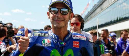 Valentino Rossi, pilota Yamaha in cerca di una soluzione ai problemi di elettronica.