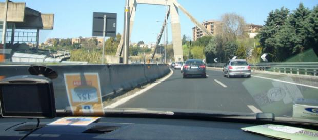 The Morandi viaduct on the Rome - Fiumicino Airport A91 Motorway. [Image courtesy – Lalupa, Wikimedia Commons]