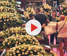 Funerali di Stato e un selfie di Salvini fa scoppiare la polemica