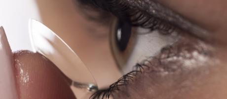GB, lente a contatto nell'occhio per 28 anni.