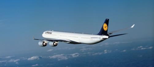 Aeronave de pasajeros en vuelo