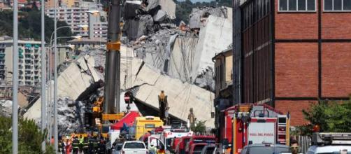 Edificios de apartamentos cercanos al puente quedaron afectados