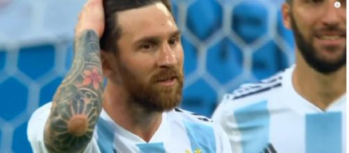 Leo Messi com as cores da Argentina [Imagem via YouTube/ MagicalMessi]