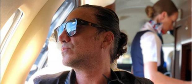 Alejandro Fernández es bajado de un avión en estado de ebriedad por atemorizar a los pasajeros