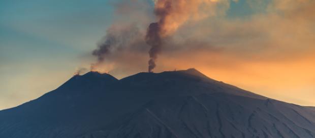 Temen que el Volcán Vesubio reacción tras terremoto en Italia