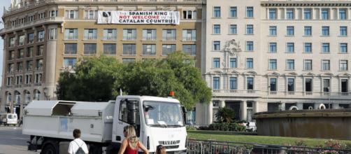 El Gobierno exige explicaciones sobre la pancarta contra el Rey a los Mossos y el Ayuntamiento de Barcelona