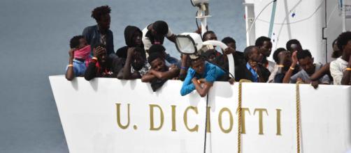 Migranti, la nave Diciotti ancora al centro di polemiche
