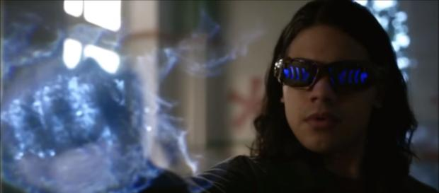 Cisco Ramon's death is hinted in the third episode this season [Image Credit: All Scenes/YouTube screencap]