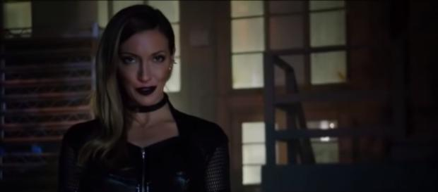 Earth 2 Laurel Lance will return for the seventh season of 'Arrow.' [Image source: magic gods/YouTube]