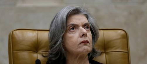 Cármen Lúcia dá discurso na abertura da sessão da Corte após recesso.