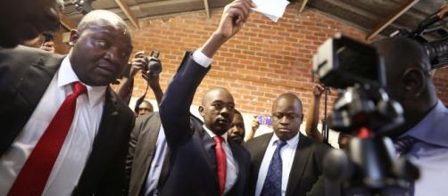 El líder de la oposición de Zimbabwe dijo que está ganando