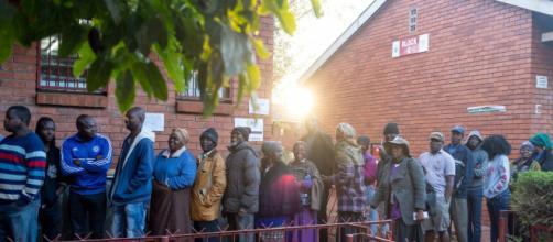 El partido gobernante de Zimbabue obtiene la mayoría absoluta en las primeras elecciones post-Mugabe