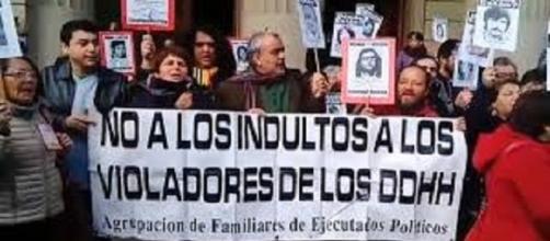Los familiares de la víctimas protestaron la liberación de los ex agentes de Pinochet