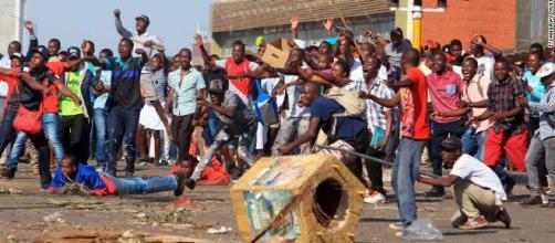 Tres muertos durante protestas en Zimbabwe mientras la oposición