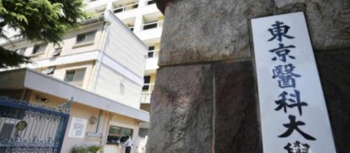 Des investigations ont été lancées concernant la falsification de résultats des femmes dans une école de médecine de Tokyo.