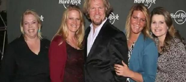 The Brown family adults of TLC's 'Sister Wives' photographed. [Image Source: Free Travel - YouTube]