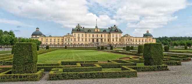 Swedish royal jewels stolen in daytime heist as thieves escaped by speedboat