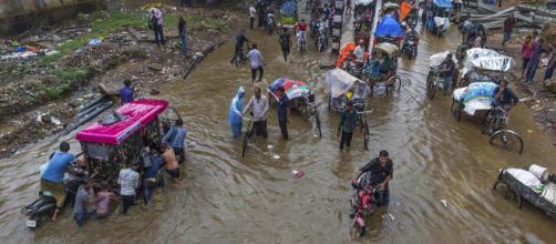 Ascienden a 350 los muertos en las fuertes inundaciones en India