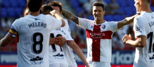 Huesca debuta en primera sumando de tres