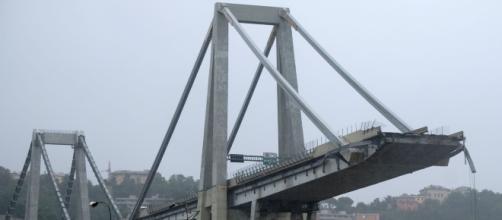 Crollo del ponte a Genova: dopo la tragedia circolano in rete numerose fake news