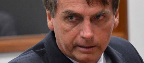 Jair Bolsonaro abandonou entrevista coletiva. (Foto Internet)