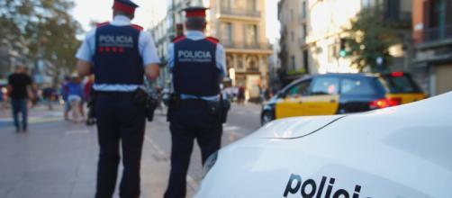 """Matan a un hombre al irrumpir en una comisaría de Barcelona con un cuchillo, al grito de """"Alá es grande"""""""