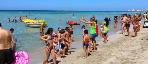 Presunto pedofilo scatta foto a bambine in spiaggia a Rimini