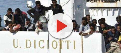 I migranti della Diciotti sbarcheranno in Italia solo se smistati altrove.