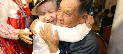 Después de 3 años, las familias separadas por la Guerra de Corea, se encuentran de nuevo